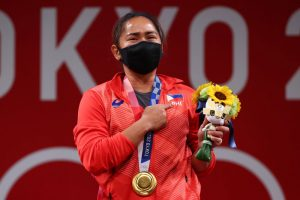 Hidilyn Diaz: Watch what Philippines's first ever Gold medalist said after her win | Tokyo Olympics 2020 | SportzPoint